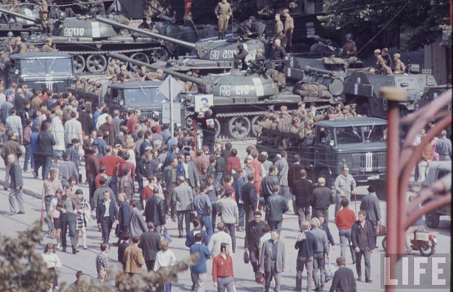 27. В первые же дни после ввода союзных войск, при взаимодействии с чешскими органами безопасности,