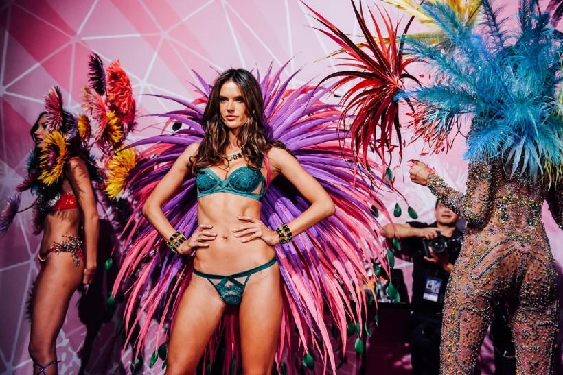 Самые яркие кадры за кулисами шоу Victoria's Secret
