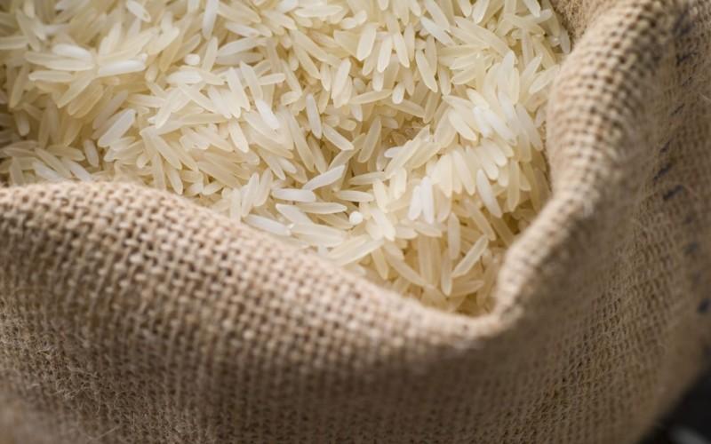 3. Белый рис Мешок с рисом может покрыться вековой пылью, но зерна внутри него навсегда сохранят сво