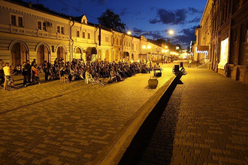 Фестиваль кино под открытым небом «10 вечеров в Риме» на улице Спасской в Кирове