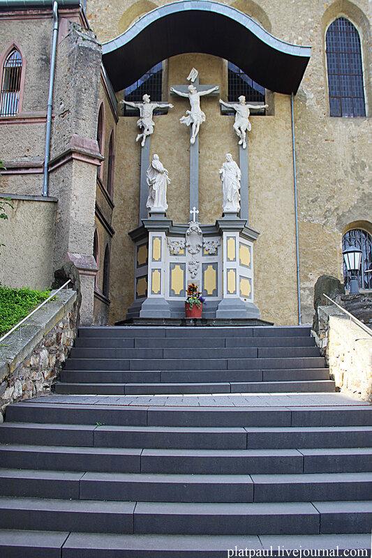монастырь.....
