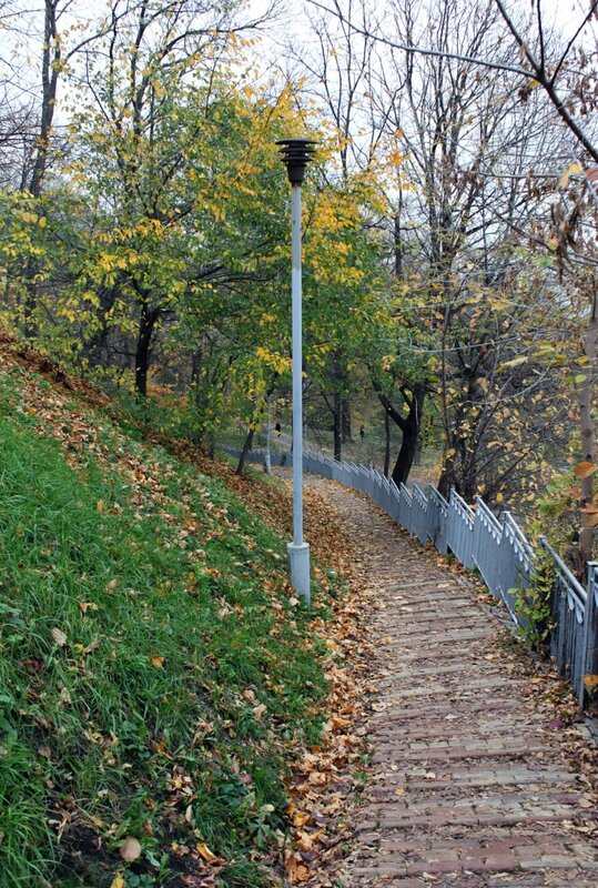 Дорожка вдоль склона Владимирской горки