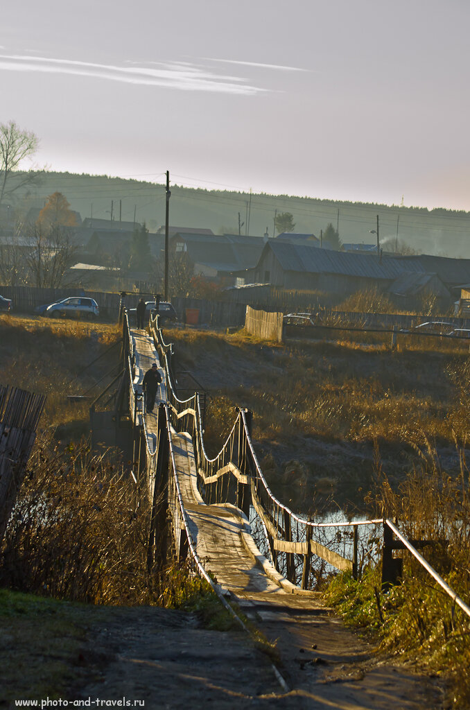 Подвесной мост - дорога жизни в деревне Коуровка...
