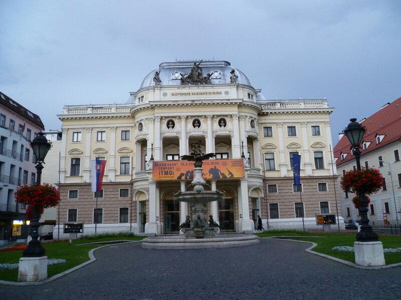 Братислава, Словакия - народный театр (Bratislava, Slovakia - People's Theatre)