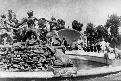 Фонтан в парке Горького в 1935 году