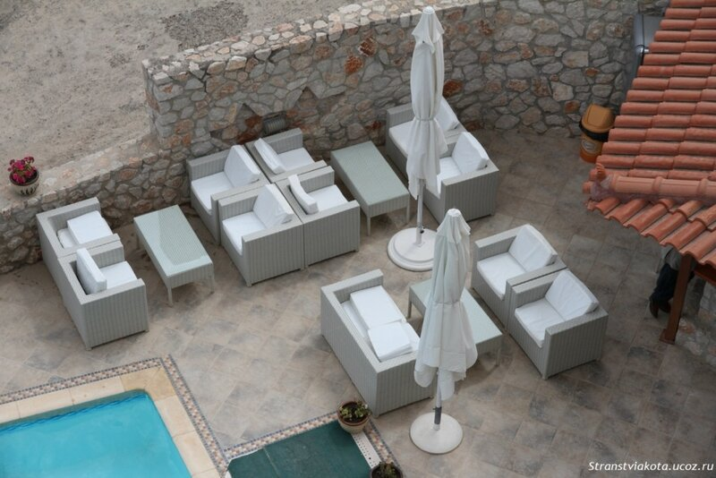 Зона отдыха у бара Viaros Hotel