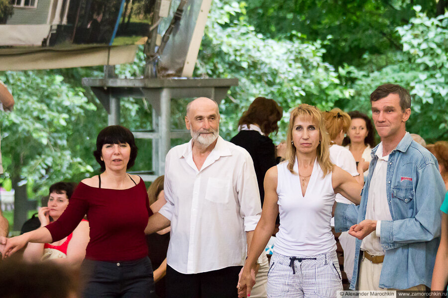 На танцплощадке в Екатерининском парке (Москва)