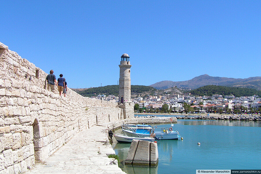 Маяк в венецианском порту Ретимно