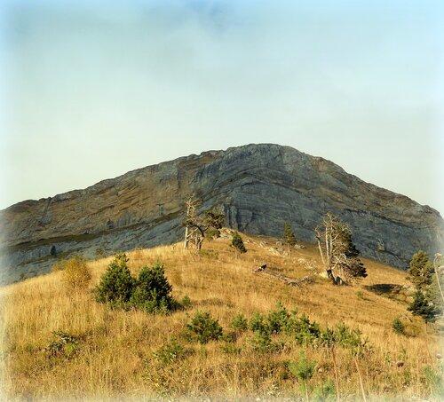 У скал Большого Тхача