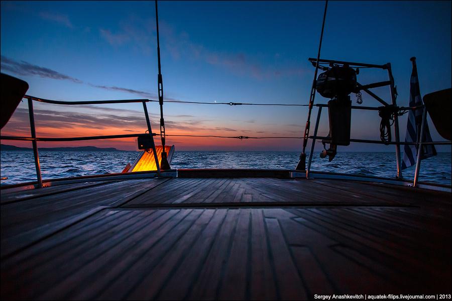 Рассвет на острове Милос