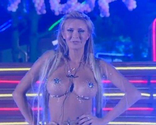 Дом-2. Элина Карякина голая на презентации. Разделась чтобы победить?