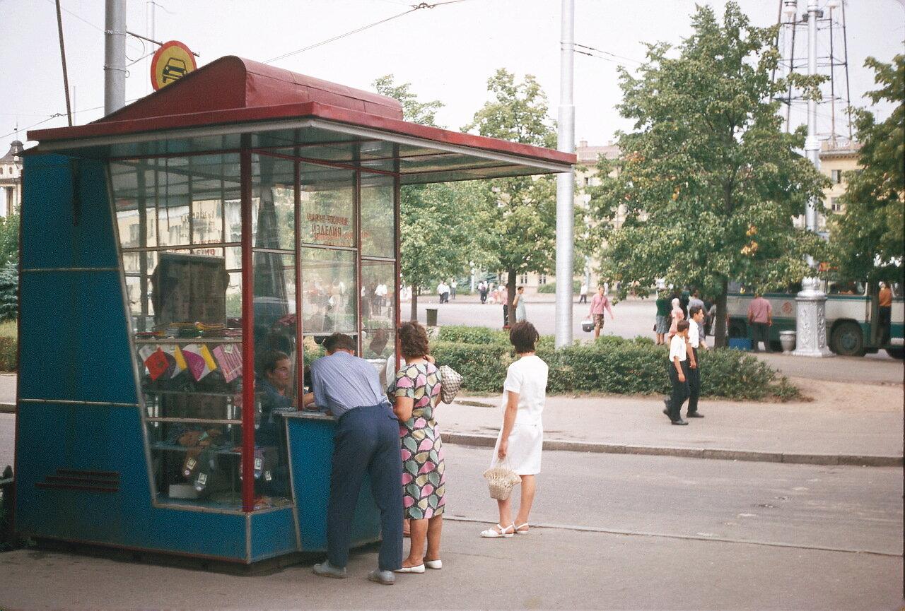 Минск. Торговый киоск.