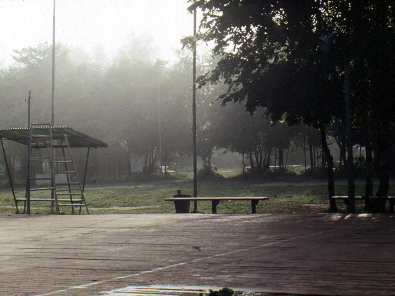 Волейбольная площадка на базе отдыха «Горизонт» Ленинского завода на Пустынских озерах.