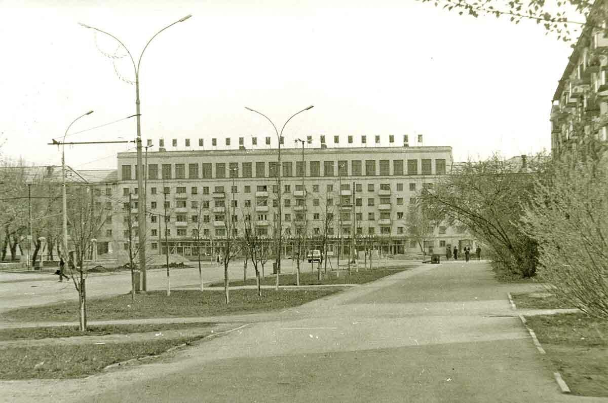 Гарнизонный универмаг на площади К.Маркса