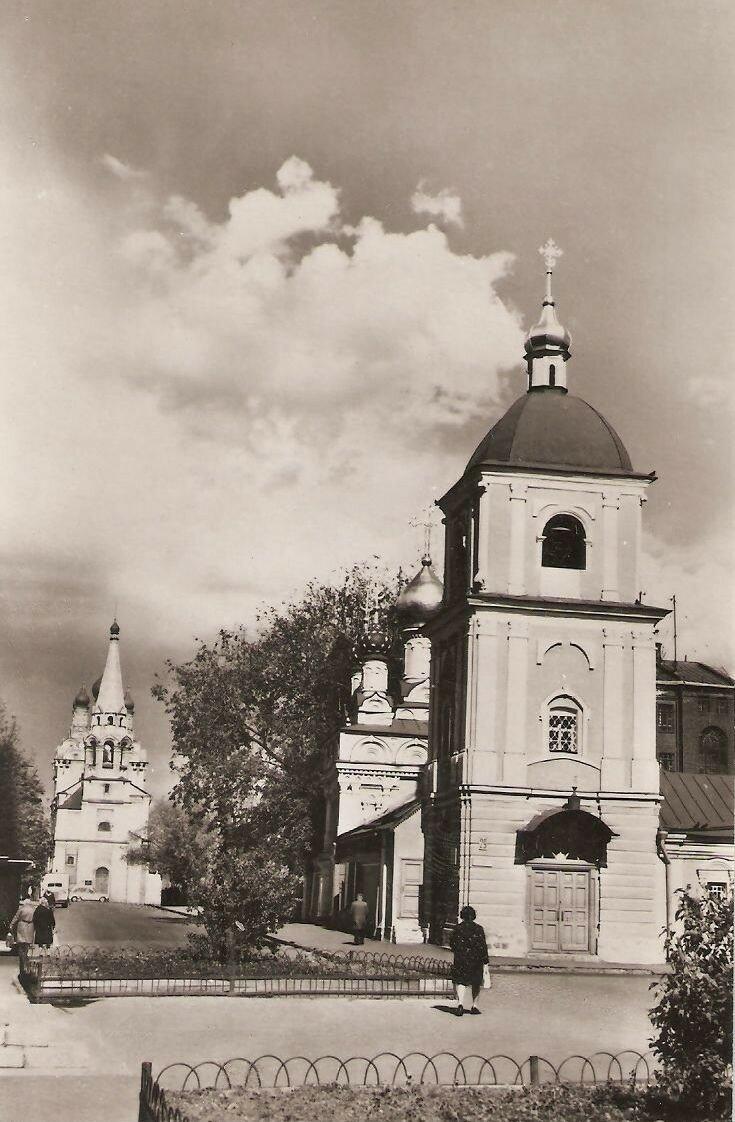 1975. Улица Володарского. Церковь Успения в Гончарах
