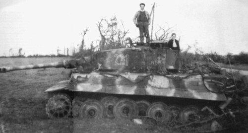 Подбитый танк Pz.Kpfw.VI Tiger Ausf.E с №221. Франция.