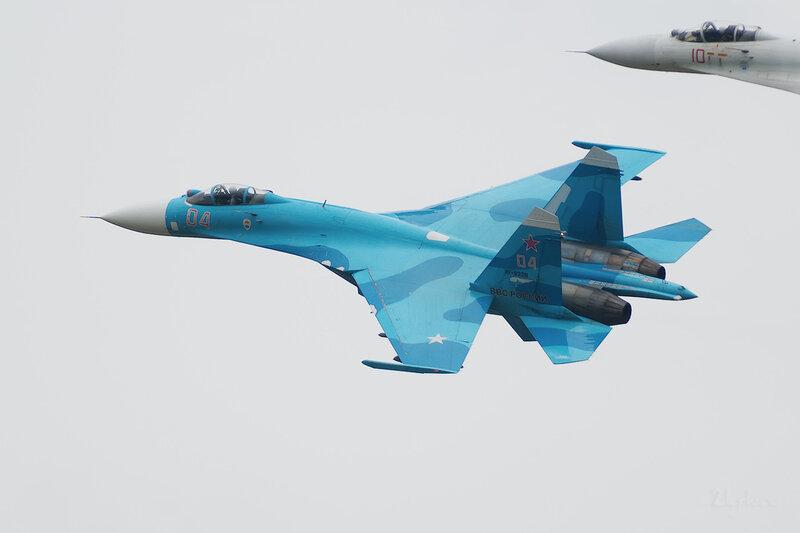 Сухой Су-27СМ (RF-92211 / 04 красный) D802199