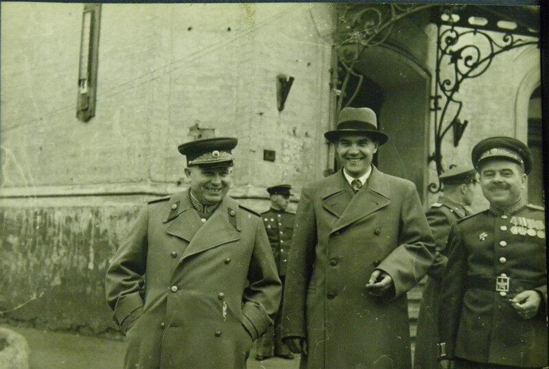 Где-то в Киеве... 1945 год.