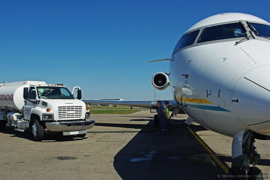 Заправка топливом самолета Bombardier CRJ700 в Алматы