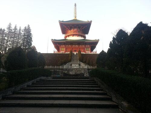 Огромная главная пагода, видная почти из любого места пагоды