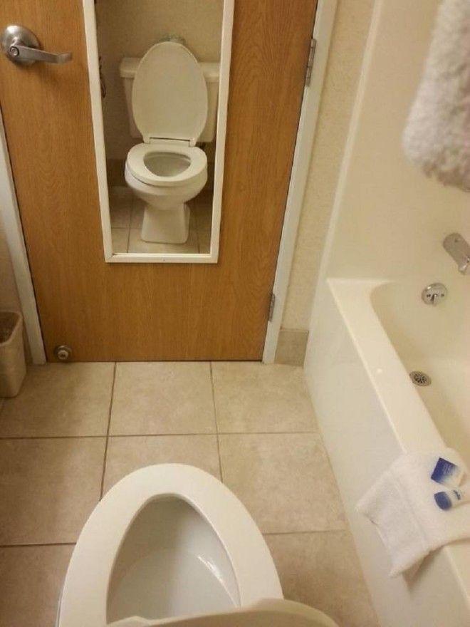 20. В этом отеле вы можете закрыть либо шкаф, либо ванную комнату, дверь-то одна на двоих. Вы когда-