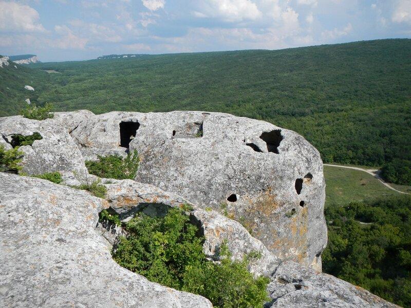 Пещеры древнего города Эски-Кермен