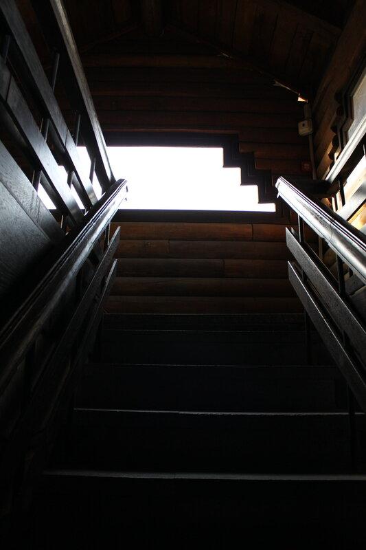 Лестница на третий этаж музея