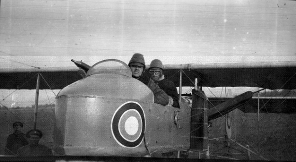 На фотографии в передней кабине лётчик-наблюдатель А.В.Цареградский.jpg