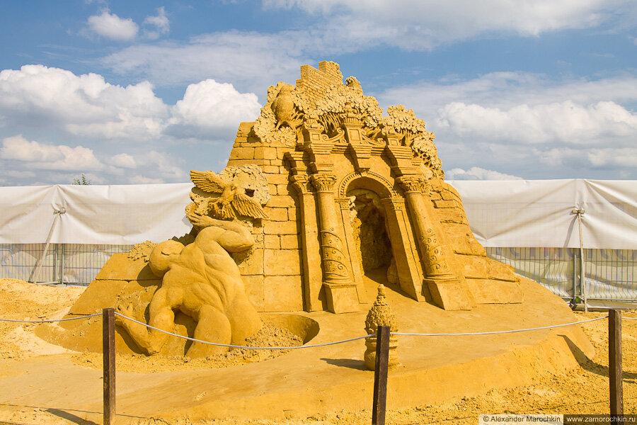 """Скульптура из песка """"Тайна тайн (Сад твоего сердца)"""" в Коломенском"""
