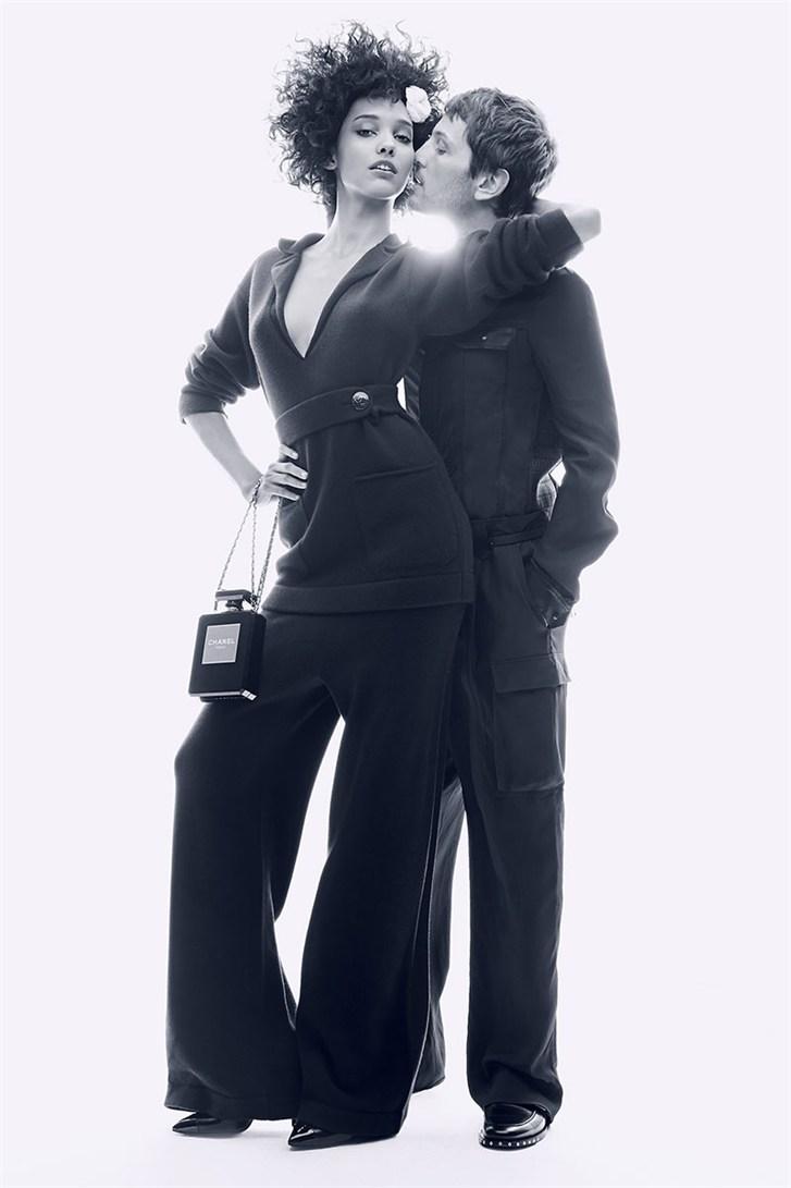Кора Эммануэль и Келли Риппи / Cora Emmanuel & Kelly Rippy - Romeo & Juliet by Max von Gumppenberg & Patrick Bienert in Harper's Bazaar US november 2013