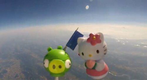 Клёвый отец отправил игрушки своих детей в космос