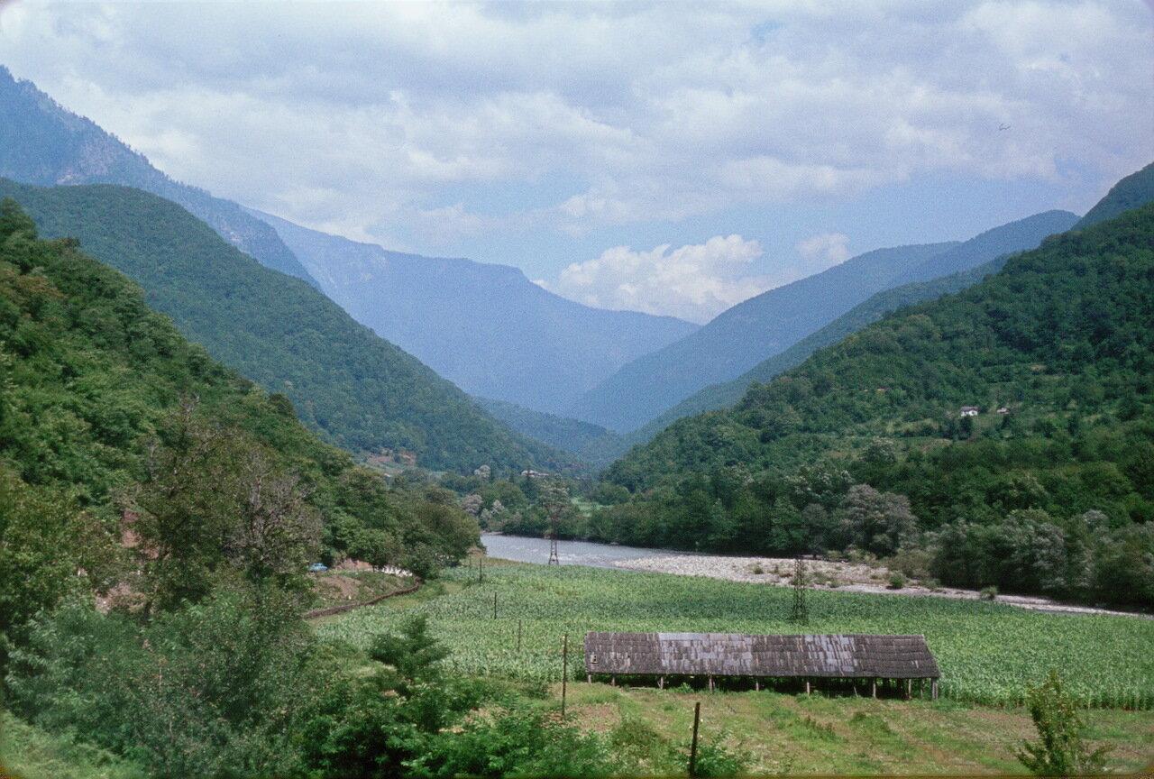 Абхазия.По дороге к озеру Рица. Долина реки Бзып