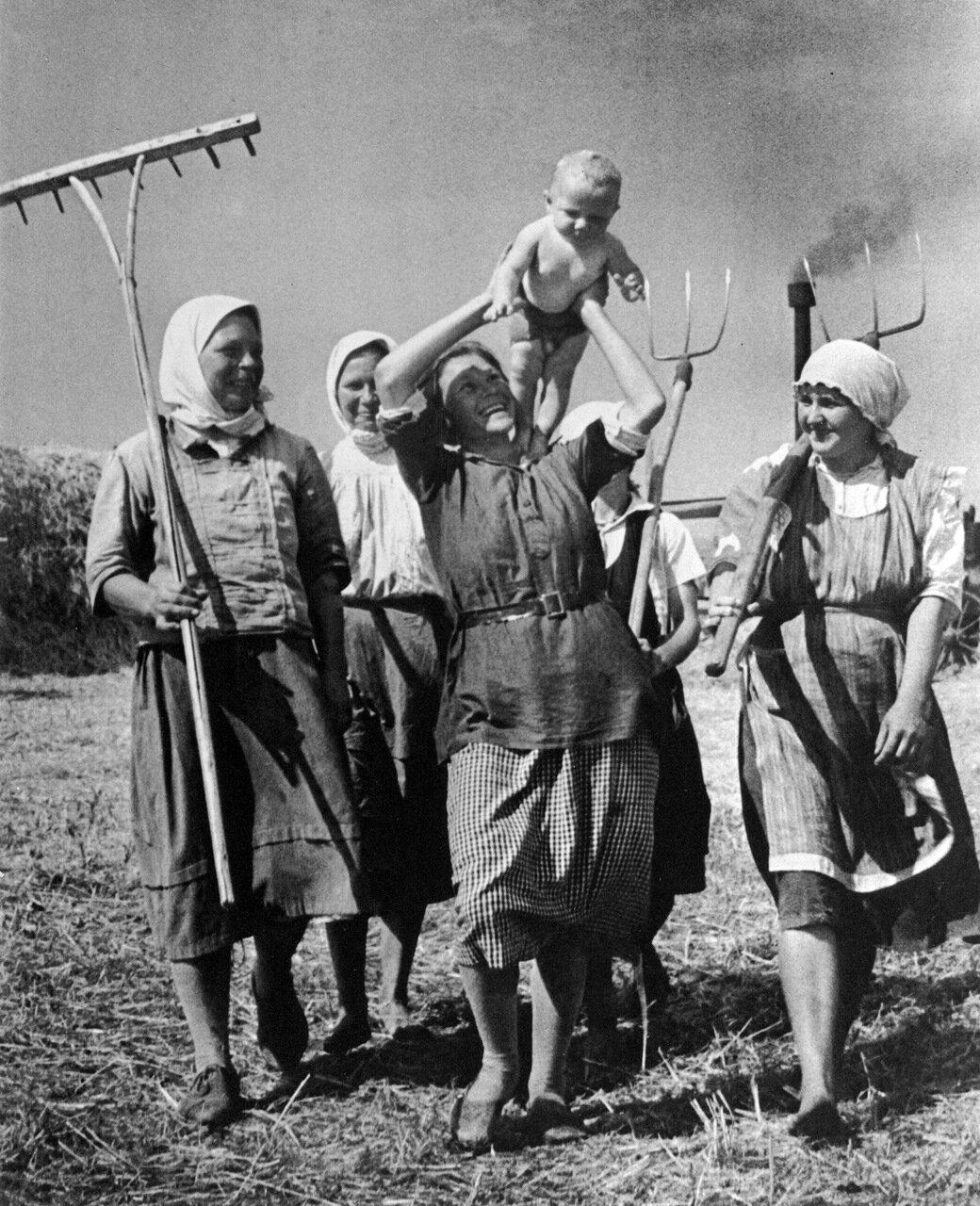 Счастливое материнство. 1935 год.