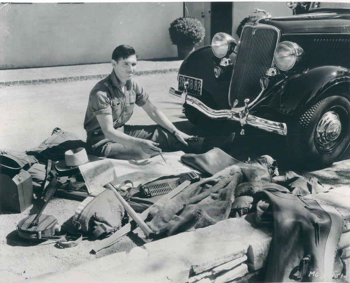 1933. Восходящая звезда Кларк Гейбл чинит свой автомобиль