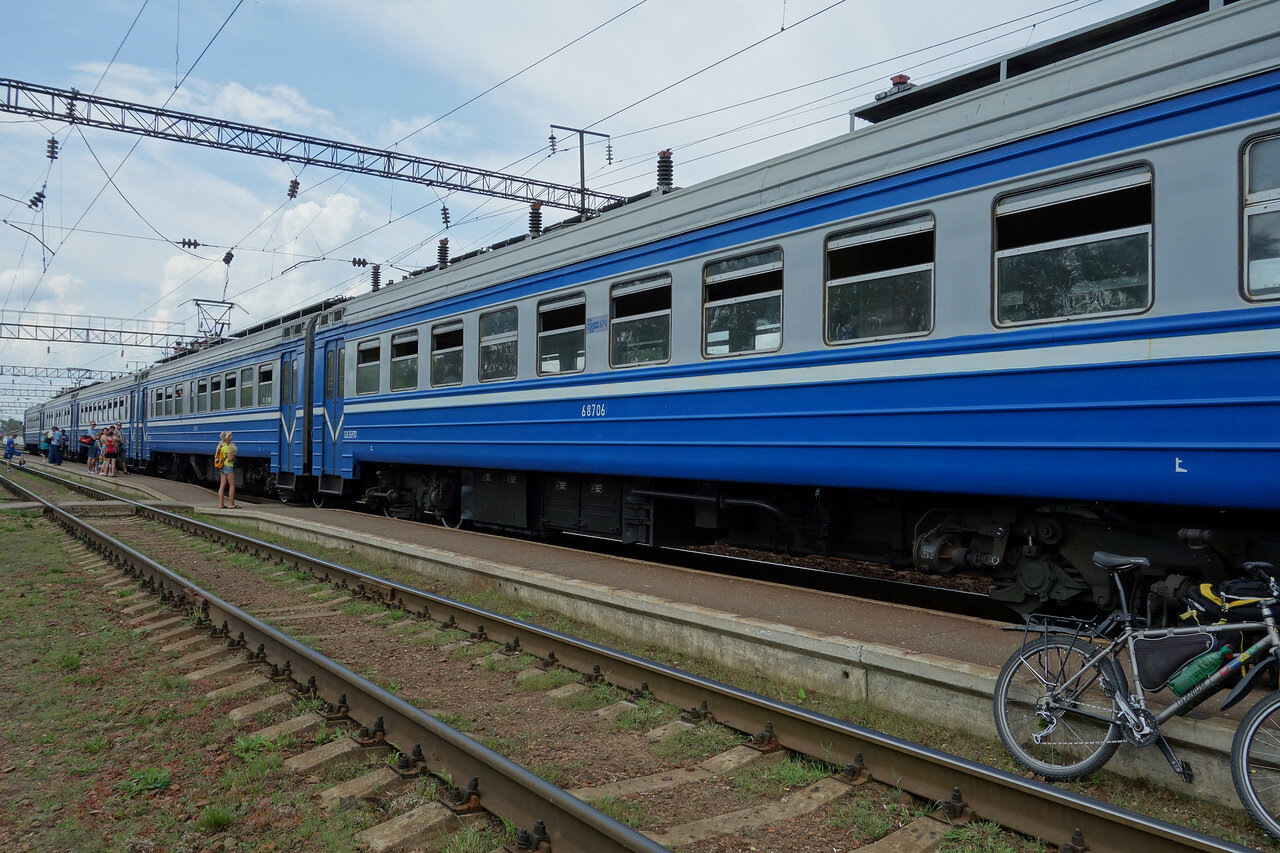ЭР9Т-687 на станции Толочин