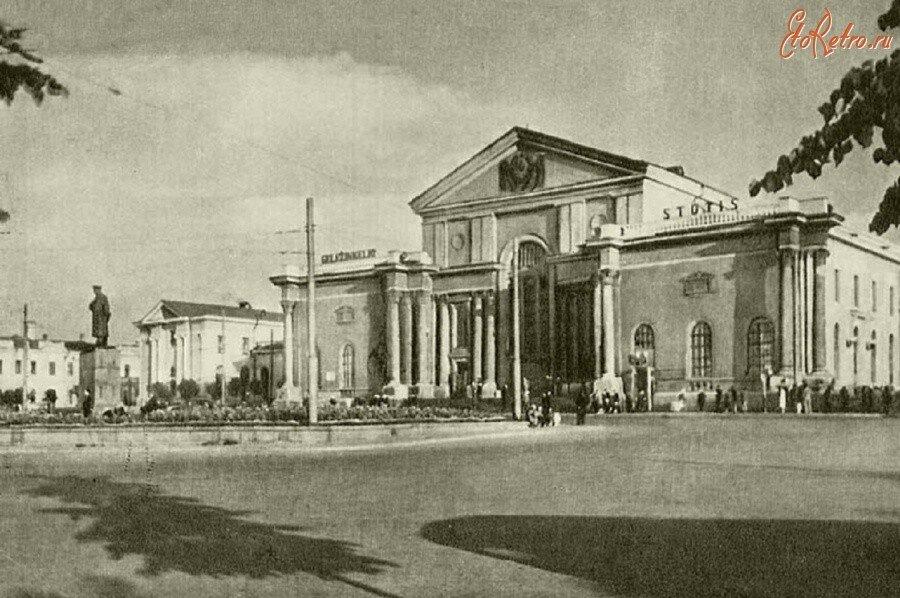 Вильнюс Памятник Сталину на привокзальной площади.jpg