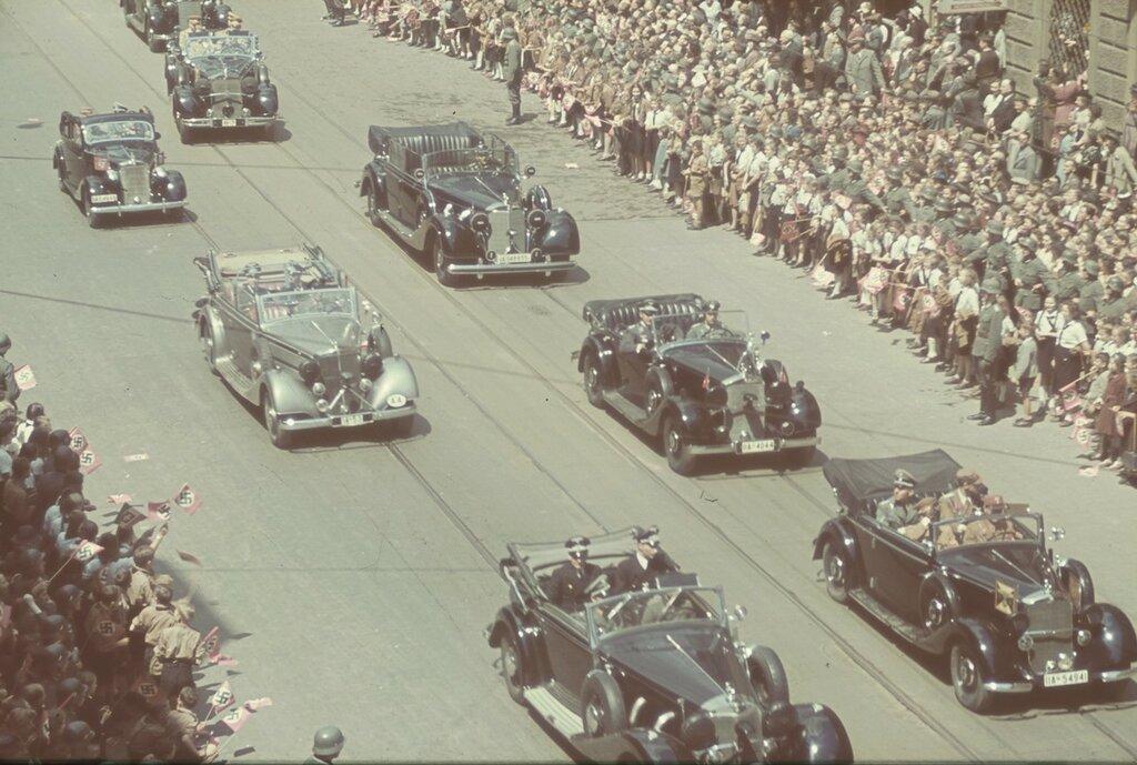 1938 Munhen-fureri-Avto-Mersedes.jpg