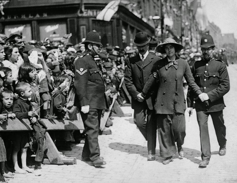 c. 1910. A suffragette under arrest, in Dundee, Scotland.jpg