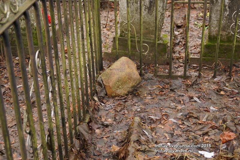 Предположительно раннесредневековые валунные надгробия. Старинные надгробия на Кубинском кладбище, МО