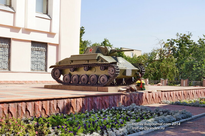 Танк Т-70 возле военно-исторического музея, Орел