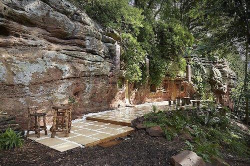 Комфортный дом в пещере в Англии