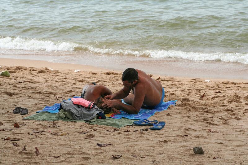 Милая пара на пляже