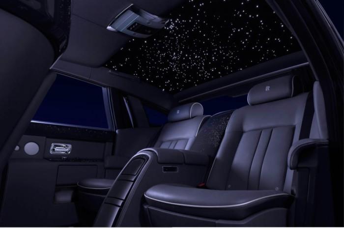 Учитывая, что за Rolls-Royce Phantom придется выложить не менее $ 300 000, дополнительные $ 12 000 з