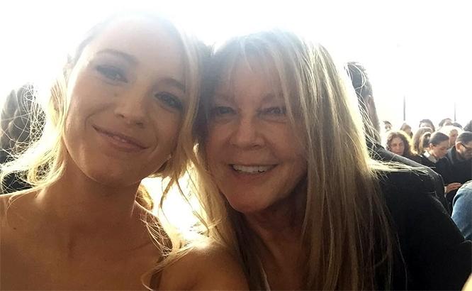 В конце прошлой недели актриса вместе с мамой Элен Лайвли посетили показ новой коллекции Майкла