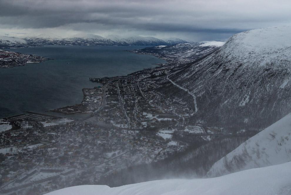 Кстати, Тромсё — восьмой по числу жителей город Норвегии. Центр города находится на небольшом остров
