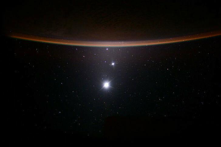 Луна, Венера, Юпитер и Земля.