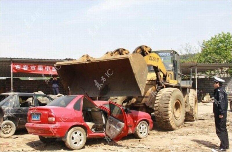 Целые горы конфискованных автомобилей в Китае