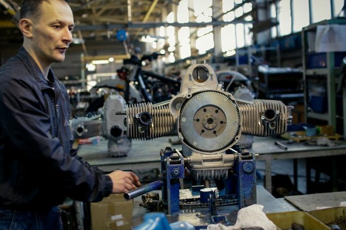 Как собирают мотоциклы Урал