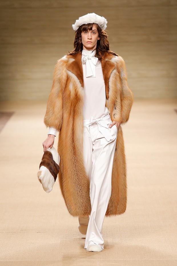 #MFW Simonetta Ravizza Fall Winter 2016 Collection - Design Scene - Fashion, Photography, Style & Design
