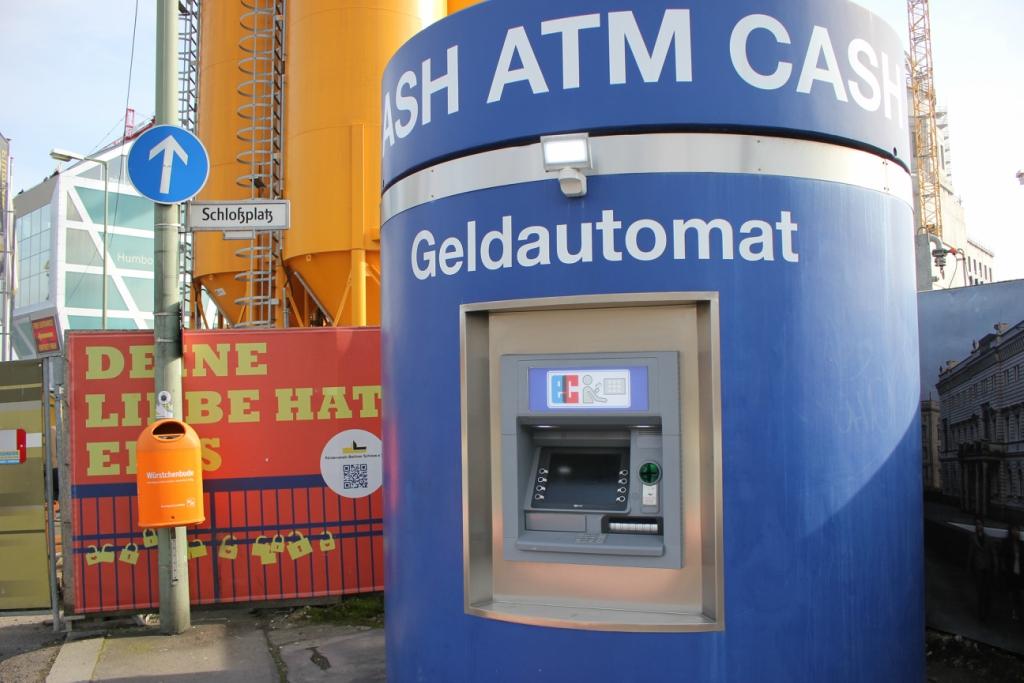 Уличный банкомат